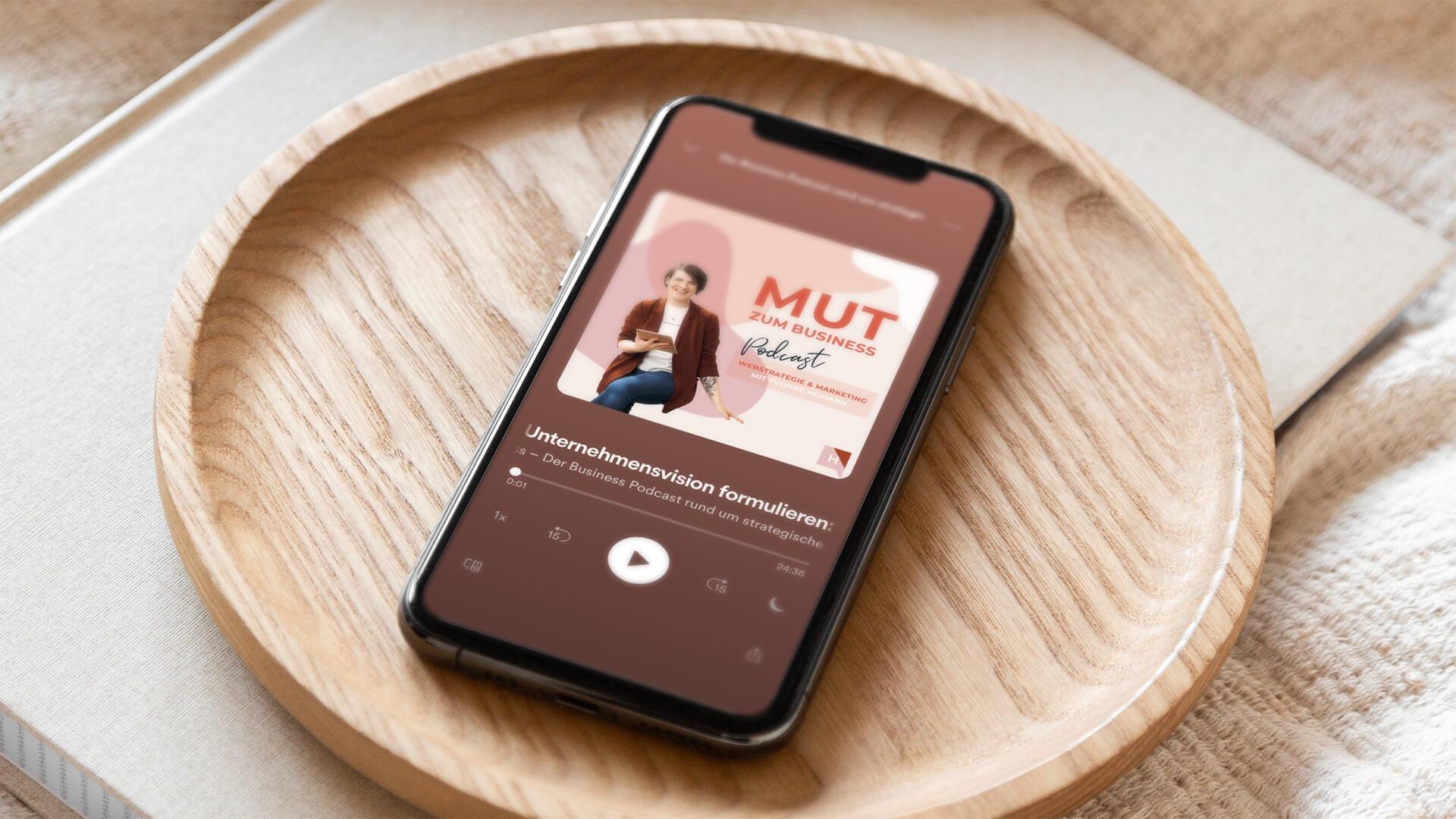 Titelbild-mut-zum-business-podcast-mit-yvonne-homann-webstrategie-und-social-media-beratung-eine-starke-vision-für-dein-unternehmen-formulieren-folge-00-neues-cover